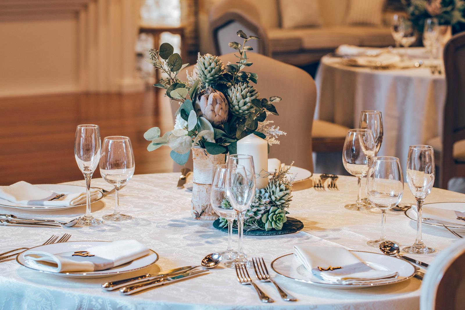 濃濃浪漫感融入豪華氛圍當中的餐桌擺設